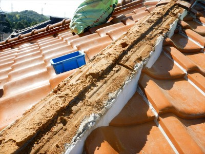 屋根土の湿り
